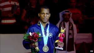 Robson Conceição recebe a sua medalha de Bronze no Mundial de Doha