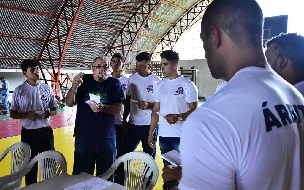 Presidente da CBBoxe ministra curso para árbitros e juízes no Amazonas