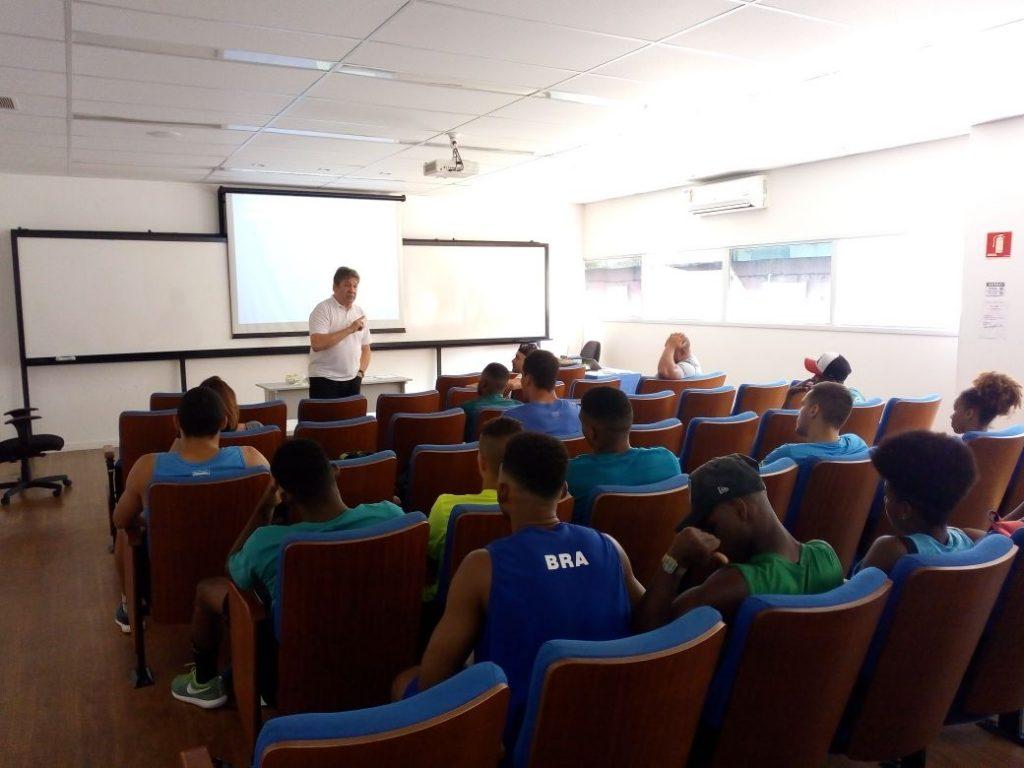 Atletas da Seleção Brasileira são orientados sobre alimentação e doping