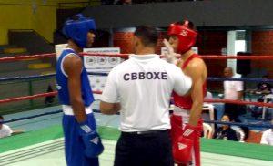 Atletas em luta