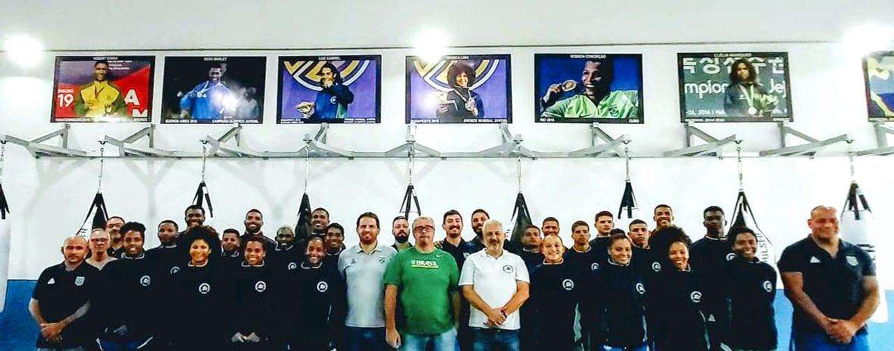 Imagem do post Equipe Olímpica Permanente recebe a visita da diretoria da CBBoxe
